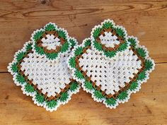 Charming vintage crochet po tholder s / set of two from Sweden Crochet Kitchen, Crochet Home, Cute Crochet, Crochet Crafts, Crochet Projects, Crochet Potholders, Crochet Purses, Crochet Doilies, Granny Square Crochet Pattern