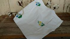 Check out this item in my Etsy shop https://www.etsy.com/listing/227033316/retro-daffodils-floral-tea-towel-mid