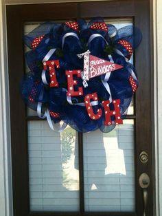 My new Louisiana Tech wreath! Louisiana Tech, Bulldogs, Nifty Crafts, Tech Art, Good Times Roll, Craft Projects, Craft Ideas, 4th Of July Wreath, Artist