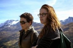 An aging auteur actress (Juliette Binoche) shares the stage with a rising starlet (Chloe Grace Moretz), but Kristen Stewart steals the show in this buzzy Cannes film – 'Clouds of Sils-Maria' Juliette Binoche, 10 Film, Film 2014, French Movies, Classic Movies, The Best Films, Great Movies, Sils Maria Film, Critique Film