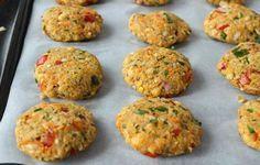 Μπιφτέκια λαχανικών χωρίς λάδι. Ένα καθ'όλα νηστίσιμο φαγητό που ταυτόχρονα είναι και πολύ χορταστικό. Υλικά για 3 μερίδες: 1 φλιτζάνι βρασμένα φασόλια λευκά ή κόκκινα 1 καρότο ½ κρεμμύδι, κομμένο σε κύβους 3 μικρές πατάτες 4 φρέσκα κρεμμυδάκια, ψιλοκομμένα 1 φλιτζάνι καλαμπόκι 7 κουταλιές σούπας τριμμένη φρυγανιά ½ σκελίδα σκόρδο λιωμένο λίγο μαϊντανό ψιλοκομμένο αλάτι …