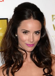 Abigail Spencer's Electric Grape Lips — Yes, please!