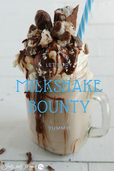 Pyszny Milkshake o smaku batoników Bounty. Przepis na jedzzemna.blogspot.com !