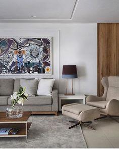 Sala de estar l Cores neutras e seleto mobiliário, deixaram este estar acolhedor e sofistic...