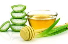 Aloe vera has many benefits in hair care. Recipes of DIY aloe vera shampoo and aloe vera hair mask. You can also use aloe vera for scalp health. Aloe Vera Gel, Aloe Vera Toner, Aloe Vera Hair Mask, Aloe Vera For Hair, Aloe Hair, Castor Oil For Hair Growth, Hair Growth Oil, Styling Gel, Styling Tools