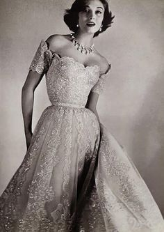 Chanel 1954. ABSOLUTELY STUNNING!!