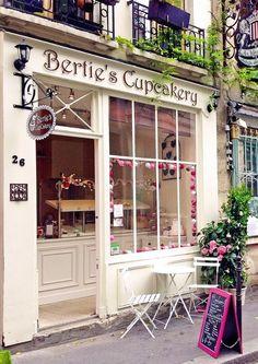 Bertie's CupCakery - 26 Rue Chanoinesse, Ile de la Cite, Paris, France