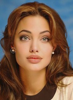 Angelina Jolie - You are in the right place about diy home decor Here we offer you the most beautiful pictures abou - Angelina Jolie Eyes, Angelina Jolie Pictures, Angelina Jolie Style, Hackers Angelina Jolie, Angelina Jolie Hairstyles, Beautiful Celebrities, Beautiful Actresses, Beyonce, Grunge Hair