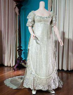 Royal wedding dresses from history - Queen Victoria, Princess Margaret, Princess Alexandra Royal Wedding Gowns, Royal Weddings, Wedding Dresses, Vestidos Vintage, Vintage Dresses, Vintage Outfits, Vintage Clothing, Court Dresses, Royal Dresses
