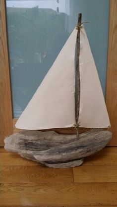 Driftwood boat Driftwood Table, Painted Driftwood, Driftwood Projects, Driftwood Sculpture, Driftwood Art, Ocean Crafts, Beach Crafts, Nature Crafts, Creation Deco