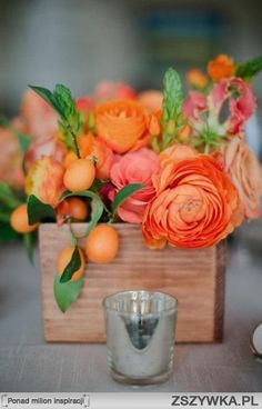monochromatic coral centerpiece in wood box... i love the orangey coral shades and imagine more peach tones mixed in.