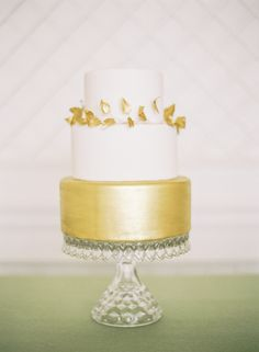 Gold wedding cake | photo by Jessica Burke | 100 Layer Cake