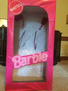 """Barbie in a box"" costume made from wardrobe box from Home Depot and pink wrappi. Cute Kids Halloween Costumes, Boxing Halloween Costume, Homemade Halloween Decorations, Halloween Diy, Barbie Y Ken, Barbie Kids, Barbie Theme Party, Barbie Birthday, Barbie Fancy Dress Costume"