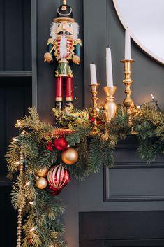 christmasmanteldecorcraftberrybush-5 Christmas Fireplace, Christmas Mantels, Christmas Mood, Noel Christmas, Christmas Ideas, Tartan Christmas, Christmas Challenge, Vintage Christmas, Christmas Crafts