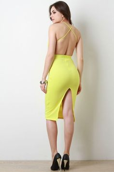 This bodycon dress features a backless design with thin spaghetti straps that cross the back, v neckline, midi hem, stretchy sculpture fit with a back zip closure. Beautiful Girl Image, Beautiful Asian Girls, Beautiful Models, Tight Dresses, Sexy Dresses, Fashion Dresses, Swagg Girl, Vestidos Sexy, Girl Fashion
