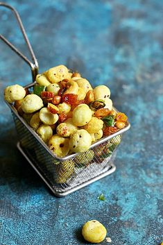 makhana chivda recipe with step by step photos. learn how to make crispy, delicious and no deep fry makhana chivda with this easy recipe. Roasted Makhana Recipe, Dry Snacks, Tea Time Snacks, Indian Snacks, Make It Simple, Fries, Spicy, Snack Recipes, Easy Meals