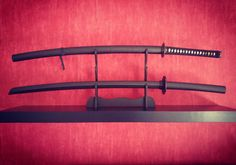 So ein Katana macht sich gut im Wohnzimmer! #Katana #practicalkatana #bokken #bokuto #samurai #johnlee