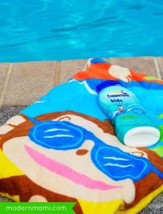 5 Essentials to Pack in Your Pool Bag for Safe Fun with Kids - Need to know what to pack in your pool bag? See what pool essentials we pack in our pool bag for a fun and safe day at the pool with kids!