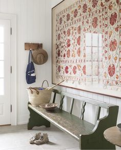 A Nantucket Vacation Home Built on Memories of Summers Past Ein gerahmtes Suzani-Textil fand das per Decoration Hall, Entryway Decor, Beach Decorations, Halls, Farmhouse Side Table, Farmhouse Chic, Deco Design, Hay Design, Foyer Design