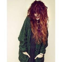Coiffure cheveux long frisés hiver 2015