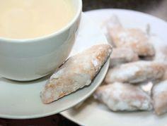 Makroud El Louse (Algerian Almond Cookies).