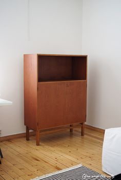 Old wooden cabinet, before pic:  http://divaaniblogit.fi/charandthecity/2014/05/28/osmo-color-deko-puuvaha/