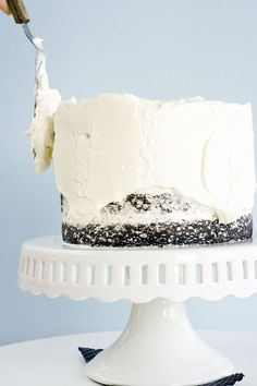 how to ice a cake: step by step; also a tutorial on how to properly layer a cake.