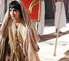 Azenate é perdoada pelo Faraó, mas recebe péssima notícia do pai http://r7.com/MmwM