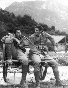"""Alberto Sordi, Vittorio Gassman - """"La grande guerra"""" L'immagine parla da sè. Capolavoro del cinema Italiano."""