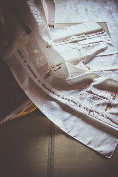 クリオマリアージュフォトプラン 十二単プラン #十二単 #ウエデイングフォト #ブライダルフォト Jūnihitoe Ballet Dance, Dance Shoes, Traditional Kimono, Slippers, Gowns, Japan, Fashion, Weddings, Dancing Shoes