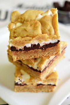 prajitura cu ciocolata si marshmallows Marshmallows, Kiwi, Apple Pie, Fondue, Biscuit, Diy And Crafts, Sandwiches, Cookies, Desserts