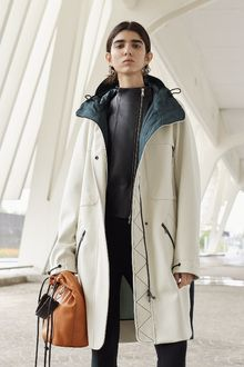 Sportmax Resort 2019 Fashion Show Collection: See the complete Sportmax Resort 2019 collection. Look 14 Fashion Week, Fashion Outfits, Fashion Tips, Fashion Design, Fashion Trends, Spring Fashion, Style Photoshoot, Style Casual, Fashion Gallery
