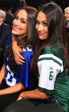 12 Things You Probably Didn't Know About the WWE Divas Nikki and Brie Bella on Total Divas The Bella Twins, Nikki Bella Photos, Nikki And Brie Bella, Bree Bella, Bella Sisters, Wrestling Stars, Wrestling Divas, Women's Wrestling, Brie Bella Wwe