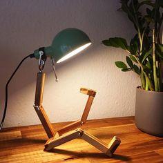 Akin Woodworker (@akin_woodworker) • Instagram-Fotos und -Videos Desk Lamp, Table Lamp, Woodworking, Lighting, Videos, Instagram, Home Decor, Diy Lamps, Table Lamps