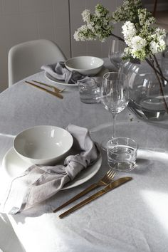 SIX EASY WAYS TO USE LINEN NAPKINS