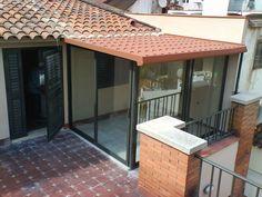 Cerramientos en Barcelona PONSICO. Outdoor Balcony, Outdoor Decor, House Construction Plan, Terrace Decor, Adobe House, Outdoor Living Rooms, Narrow House, Village Houses, Tiny House Design