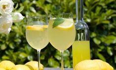 Πως θα φτιάξετε ένα «άπαιχτο» λεμοντσέλο! Cocktail Drinks, Alcoholic Drinks, Beverages, Cocktails, Limoncello, White Wine, Glass Of Milk, Diy And Crafts, Juice