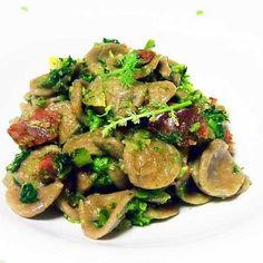 Oggi per pranzo cuciniamo le #orecchiette di #grano #arso con #acciughe, #broccoletti e #salsiccia. Scoprite la ricetta su www.frescopesce.it/orecchiette-di-grano-arso-con-acciughe-broccoletti-e-salsiccia