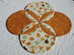 Hoja edredón tabla corredor adorno centro de mesa - madres, hojas de otoño - naranja, marrón, Tan, verde