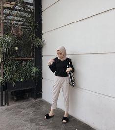 how to put outfits together Hijab Casual, Ootd Hijab, Hijab Chic, Modern Hijab Fashion, Street Hijab Fashion, Muslim Fashion, Hijab Mode Inspiration, Hijab Style Dress, Hijab Fashionista