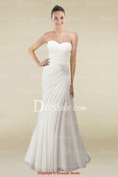 Delicate Sheath Wedding Gown with Refined Appliqués