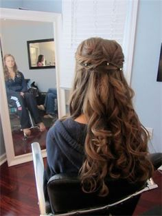 Such a soft look for the bride with long tresses!  Gorgeous!!