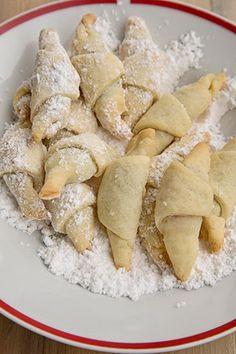 Gem, Picnic, Recipies, Cheese, Ferrero Rocher, Food, Sweet Desserts, Romanian Recipes, Recipes