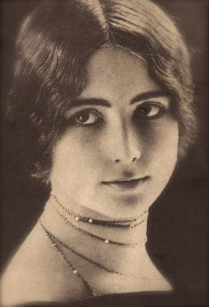 Cléo de Mérode, Famous Belle Époque Dancer & Beauty Icon Romantic Elegant Portrait Original Rare 1900s French Collectors Photo Postcard