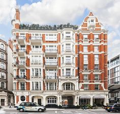Tom Cruise's former pied-à-terre is now the most expensive penthouse in London–peek inside! London Architecture, Amazing Architecture, One Hyde Park, Elle Decor Magazine, Spa Treatment Room, Celebrity Houses, Celebrity Guys, Celebrity Style, Flats For Sale