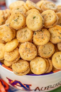 Cheesy Ranch Crackers - ritz bits tossed in a quick ranch mixture. Great for parties and in soups and chilis. Snack Mix Recipes, Spicy Recipes, Dessert Recipes, Appetizer Recipes, Tailgate Appetizers, Snack Mixes, Top Recipes, Healthy Recipes, Salty Snacks