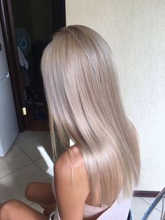 Golden Blonde Balayage for Straight Hair - Honey Blonde Hair Inspiration - The Trending Hairstyle Silver Blonde Hair, Dyed Blonde Hair, Blonde Hair Looks, Platinum Blonde Hair, Black Hair, Blonde Hair For Cool Skin Tones, Blonde Hair Brown Skin, Blond Hair Colors, Brown Hair With Silver Highlights