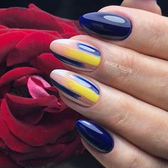 Nail art Christmas - the festive spirit on the nails. Over 70 creative ideas and tutorials - My Nails Yellow Nails Design, Yellow Nail Art, Cobalt Blue Nails, Nail Art Designs, New Nail Colors, Gel Nagel Design, Manicure Y Pedicure, Trendy Nail Art, Nail Decorations