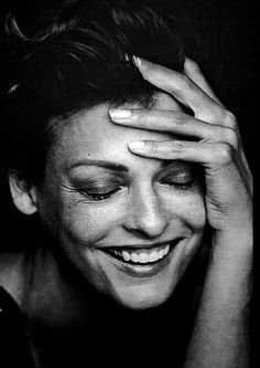 Linda Evangelista // everyday_i_show: photos by Peter Lindbergh Peter Lindbergh, Linda Evangelista, Foto Portrait, Female Portrait, Portrait Photography, Woman Portrait, Black And White Portraits, Black And White Photography, Face Expressions
