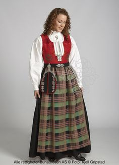 kristiansund N Bunad Kristiansund, Traditional Outfits, High Waisted Skirt, Sort, Costumes, Folklore, Vintage, Clothes, Google Search